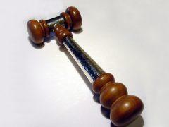 sl2246-hamer-handgemaakt-edelsmid-www.tonvandenhout.nl-zilver-hout-voorzittershamer-goudsmid-relatiegeschenk-jubileum-jubilaris-ambacht-origineel-bijzonder-herinneringen