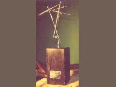 sl25-award-logo-beeld-origineel-handgemaakt-edelsmid-goudsmid-www.tonvandenhout.nl-sieraden-jubileum-relatiegeschenk-promotie-prijs-kado-cadeau-bedrijfslogo-ambacht-uniek