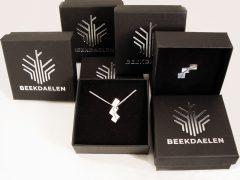 sl428-logo-zilver-logo's-beekdaelen-hanger-speld-wedstrijd-relatiegeschenk-jubileum-gemeente-edelsmid-www.tonvandenhout.nl-kado-cadeau-uniek-origineel-roermond-bijzonder
