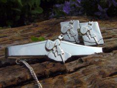 sl4294-manchetknopen-dasspeld-manchetknoop-relatiegeschenk-relatiegeschenken-handgemaakt-edelsmid-www.tonvandenhout.nl-logospeld-logosieraad-dasschuif-sieraden-zilver-logo