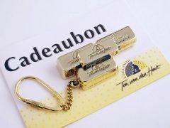 sl6560-cadeaubon-cadeaubonbaartje-edelsmid-www.tonvandenhout.nl-sleutelhanger-handgemaakt-baartje-logo-logo's-jubileum-relatiegeschenk-sieraden-goudsmid-juwelier-kado