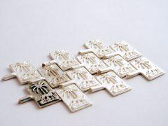 sl6718-relatiegeschenk-jubileum-zilver-logo-logo's-sieraden-edelsmid-handgemaakt-www.tonvandenhout.nl-bedrijfslogo-speld-kado-herinnering-origineel-juwelier-bedrijven-palm