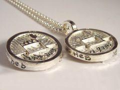 sl7007-roermuntje-zilver-trouwmunt-munt-handgemaakt-edelsmid-edelsmeden-www.tonvandenhout.nl-relatiegeschenk-logo-logos-munthanger-handschrift-gravure-tekst-jubileum