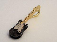 sl8235-gitaar-gedenken-bicolor-hanger-logo-zilver-goud-logo's-sieraden-edelsmid-herinneringen-www.tonvandenhout.nl-goudsmid-relatiegeschenk-origineel-handgemaakt-bijzonder