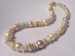sp1448-collier-parel-parels-ketting-goud-handgemaakt-edelsmid-goudsmid-juwelier-roermond-origineel-bijzonder-uniek-kleur-sieraden-sieraad-exclusief-edelsmeden-smid-kleur-roze-wit