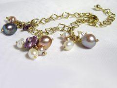 sp2301-parel-armband-parels-goud-parelarmband-edelsmid-handgemaakt-bedels-hanger-handgemaakt-edelsmeden-www.tonvandenhout.nl-goudsmid-juwelier-roermond-origineel-uniek-bedel-smid