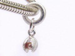sp3605-parels-beads-bedels-bedelarmband-armband-zilver-parel-schelp-strand-hanger-handgemaakt-edelsmid-www.tonvandenhout.nl-goudsmid-origineel-bijzonder-ketting-bedelketting
