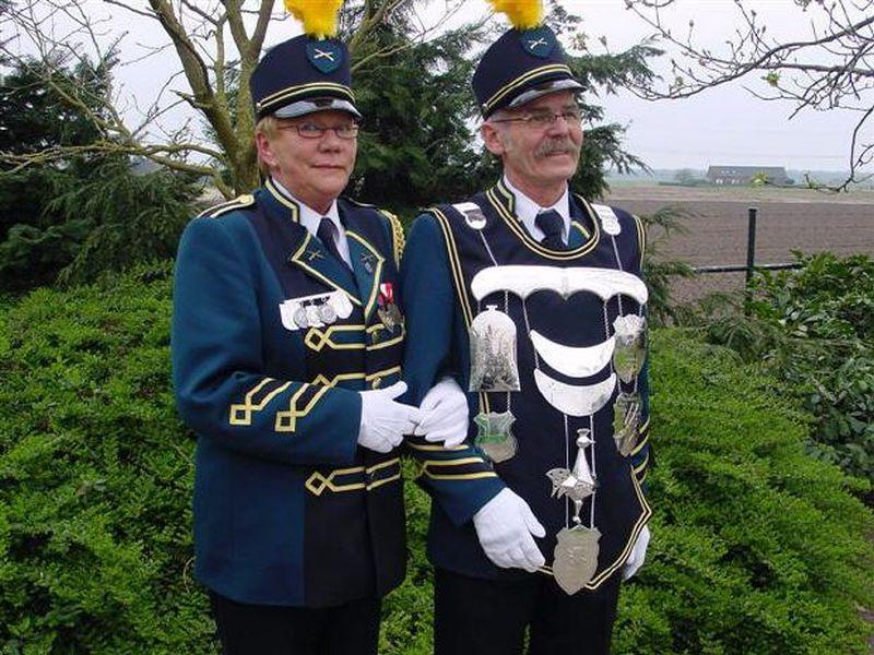 ssp1038-koningsvogel-zilver-handgemaakt-edelsmid-www.tonvandenhout.nl-edelsmeden-schutterij-ketting-vogel-logo-logo's-bijzonder-uniek-juwelier-beringe-hubertus-sint-smid
