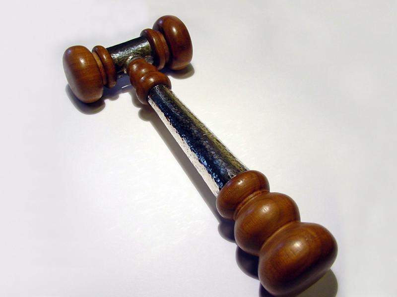 ssp2246-hamer-handgemaakt-edelsmid-www.tonvandenhout.nl-zilver-hout-voorzittershamer-goudsmid-relatiegeschenk-jubileum-jubilaris-ambacht-origineel-bijzonder-herinneringen-specials