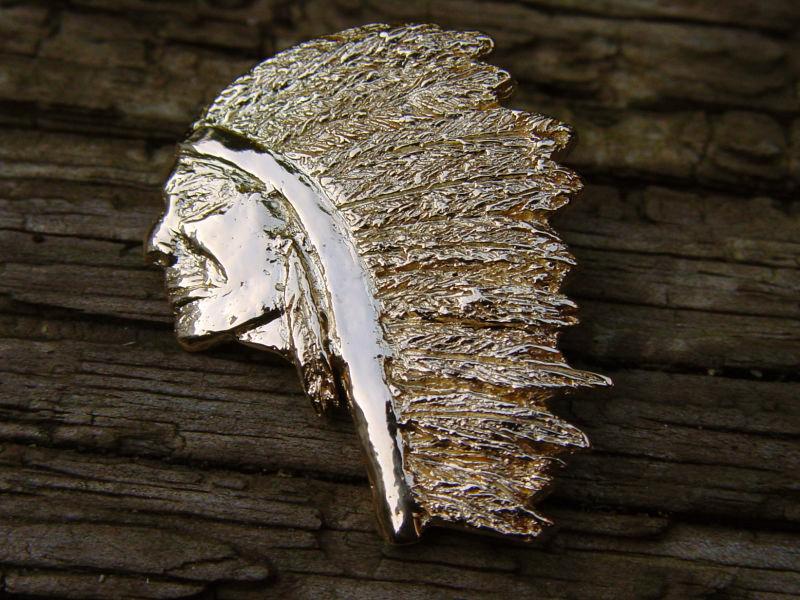 ssp24-indiaan-hanger-goud-logo-logos-handgemaakt-origineel-speld-veren-edelsmid-goudsmid-relatiegeschenk-www.tonvandenhout.nl-bijzonder-jubileum-herinneringen-juwelier-tooi-smid
