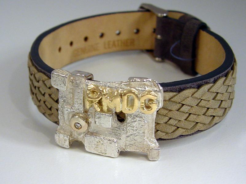 ssp9142-armband-leer-bicolor-gedenken-gedenksieraad-edelsmid-www.tonvandenhout.nl-herinnering-zilver-goud-diamant-goudsmid-herinneren-aandenken-letters-origineel-uniek