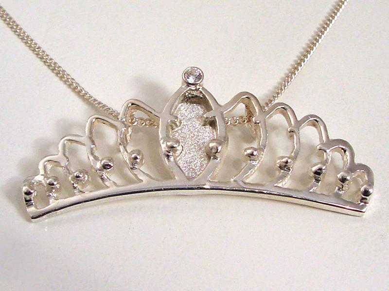ssp9508-kroon-hanger-carnaval-zilver-prinses-logo-logo's-sieraden-ketting-edelsmid-handgemaakt-www.tonvandenhout.nl-bijzonder-origineel-uniek-relatiegeschenk-roermond-smid