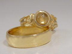 str08719-bijzonder-trouwringen-origineel-goud-edelsmid-www.tonvandenhout.nl-steen-handgemaakt-rutielkwarts-sieraden-juwelier-uniek-ring-roermond-goudsmid