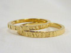 str135-trouwring-goud-edelsmid-www.tonvandenhout.nl-sieraden-juwelier-handgemaakt-origineel-bijzonder-uniek-ring-geelgoud