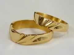 str193-goud-trouwring-edelsmid-geelgoud-handgemaakt-www.tonvandenhout.nl-uniek-origineel-goudsmid-juwelier-bijzonder-roermond