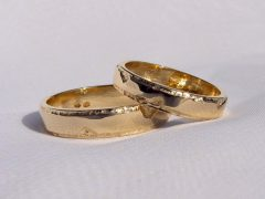 str33-edelsmid-trouwringen-handgemaakt-edelsmeden-www.tonvandenhout.nl-sieraden-goud-bijzonder-origineel-juwelier-roermond-uniek
