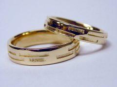 str34-goud-trouwring-edelsmid-www.tonvandenhout.nl-goudsmid-handgemaakt-bijzonder-geelgoud-sieraden-trouwen-ring-roermond-uniek