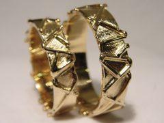str63-trouwringen-goud-sieraden-handgemaakt-edelsmid-goudsmid-www.tonvandenhout.nl-juwelier-uniek-bijzonder-ring-trouwen