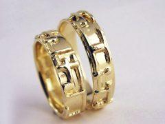 str6512-edelsmid-trouwringen-handgemaakt-edelsmeden-www.tonvandenhout.nl-goud-goudsmid-trouwring-geelgoud-origineel-bijzonder-sieraden-juwelier-uniek-ring