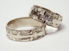 str6600-edelsmid-trouwringen-handgemaakt-edelsmeden-www.tonvandenhout.nl-witgoud-breed-briljant-origineel-goudsmid-goud-sieraden