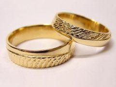 str70-edelsmid-trouwringen-handgemaakt-edelsmeden-www.tonvandenhout.nl-goud-goudsmid-juwelier-handgemaakt-bijzonder-uniek-ring