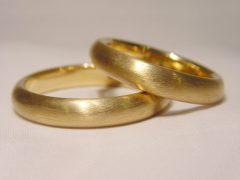 str71-bol-geelgoud-mat-edelsmid-edelsmeden-trouwringen-trouwring-www.tonvandenhout.nl-handgemaakt-goudsmid-juwelier-sieraden