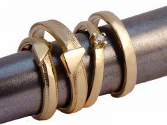 str7928-trouwringen-goud-geelgoud-briljant-diamant-ring-edelsmid-goudsmid-www.tonvandenhout.nl-sieraden-trouwen-handgemaakt-origineel-uniek-roermond