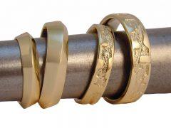 str7949-trouwringen-edelsmid-juwelier-www.tonvandenhout.nl-handgemaakt-bijzonder-sieraden-goud-goudsmid-roermond-origineel-edelsmeden-geelgoud-ring