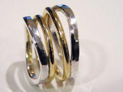 str15-trouwringen-handgemaakt-edelsmeden-www.tonvandenhout.nl-edelsmid-goud-sieraden-briljant-diamant-geelgoud-goudsmid-uniek