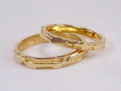 str82-trouwring-goud-edelsmid-www.tonvandenhout.nl-goudsmid-handgemaakt-bijzonder-origineel-geelgoud-sieraden-ring-trouwen-uniek