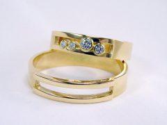 str84-trouwring-geelgoud-edelsmid-briljant-goud-www.tonvandenhout.nl-juwelier-goudsmid-sieraden-handgemaakt-bijzonder-origineel