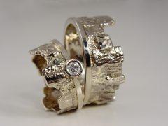 str9268-trouwringen-witgoud-goud-edelsmid-www.tonvandenhout.nl-briljant-origineel-bijzonder-goudsmid-handgemaakt-steen-diamant