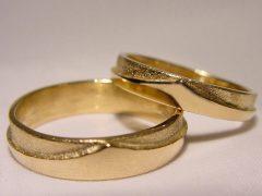str99-trouwring-goud-kroon-edelsmid-handgemaakt-origineel-www.tonvandenhout.nl-goudsmid-juwelier-roermond-geelgoud-ring-uniek