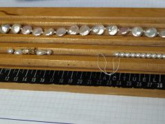 sre1218-parel-parels-ketting-collier-slot-goud-reparatie-edelsmid-www.tonvandenhout.nl-goudsmid-juwelier-handgemaakt-sluiting-sieraden-bijzonder-repareren-roermond-sieraad-atelier