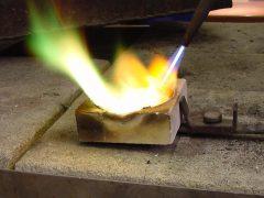 sre1301-roermond-markt-edelsmid-edelsmeden-vlam-vuur-www.tonvandenhout.nl-goudsmid-goudsmeden-roermond-smeden-goud-zilver-smelten-ambacht-ambachtelijk-handgemaakt-atelier