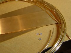 sre2547-goud-werkplaats-atelier-diamant-plaat-draad-materiaal-edelsmid-goudsmid-handgemaakt-www.tonvandenhout.nl-roermond-juwelier-origineel-sieraden-uniek-bijzonder-smid-ambacht