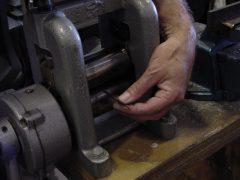 sre305-wals-goud-plaat-edelsmid-reparatie-repareren-sieraden-goudsmid-juwelier-atelier-www.tonvandenhout.nl-roermond-edelsmeden-sieraad-handgemaakt-herinnering-juwelen