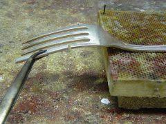 sre502-vork-bestek-repareren-reparatie-restauratie-edelsmid-goudsmid-juwelier-handgemaakt-atelier-www.tonvandenhout.nl-roermond-zilver-vorken-solderen-werkplaats-smid