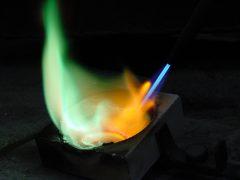 sre5761-vuur-edelsmid-www.tonvandenhout.nl-sieraden-handgemaakt-atelier-uniek-bijzonder-origineel-goudsmid-juwelier-goud-zilver-trouwringen-logo's-smelten-smeden-goud-smid-ambacht