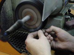 sre7305-repareren-reparatie-goudsmid-juwelier-edelsmid-www.tonvandenhout.nl-polijsten-roermond-atelier-werkplaats-sieraden-sieraad-handgemaakt-ambacht-uniek-bijzonder-smid
