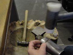 sre9790-reparatie-repareren-atelier-goudsmid-edelsmid-edelsmeden-www.tonvandenhout.nl-werkplaats-atelier-juwelier-roermond-sieraden-sieraad-vandenhout-tvdh-hamer-smeden