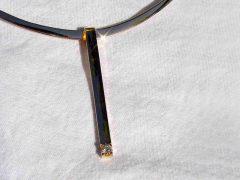 ssm10-hanger-strak-solitair-briljant-diamant-handgemaakt-goud-edelsmid-www.tonvandenhout.nl-roermond-goudsmid-sieraden-origineel-ketting-bijzonder-uniek-juwelier-atelier