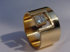 ssm11-ring-goud-princess-diamant-handgemaakt-www.tonvandenhout.nl-edelsmid-goudsmid-goudsmeden-roermond-uniek-sieraden-bijzonder-sieraad-atelier-origineel-eenmalig-ontwerp