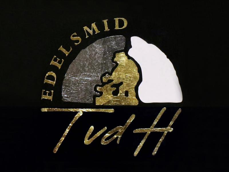 ssm44-tvdh-bladgoud-palladium-logo-edelsmid-www.tonvandenhout.nl-roermond-goudsmid-handgemaakt-logo's-smid-sieraden-sieraad-uniek-atelier-werkplaats-ambacht-social-media-ontwerper