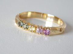 ssm8777-saffier-alliance-ring-goud-kleur-regenboog-korund-edelsmid-handgemaakt-goudsmid-www.tonvandenhout.nl-roermond-origineel-bijzonder-sieraden-sieraad-uniek-atelier