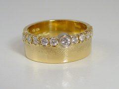 ssm8904-ring-goud-steen-briljant-handgemaakt-www.tonvandenhout.nl-edelsmid-edelsmeden-goudsmid-vandenhout-roermond-juwelier-origineel-diamant-sieraden-sieraad-bijzonder