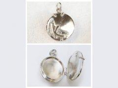 sg2541-medaillon-zilver-handgemaakt-hanger-gedenken-foto-haarlok-initialen-letter-letters-edelsmid-www.tonvandenhout.nl-goudsmid-juwelier-origineel-bijzonder-atelier-uniek