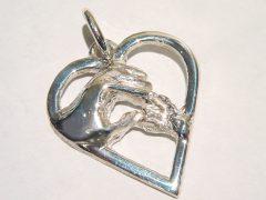 sg7301-gedenken-hanger-zilver-hart-hand-as-assieraad-herinnering-handjes-handen-handgemaakt-edelsmid-www.tonvandenhout.nl-origineel-sieraden-bijzonder-atelier-goudsmid