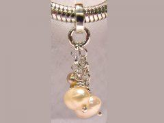 sp74-parel-parels-hanger-zilver-handgemaakt-edelsmid-sieraden-www.tonvandenhout.nl-atelier-roermond-goudsmid-edelsmeden-smid-juwelier-roze-sieraad-origineel-bijzonder-lief