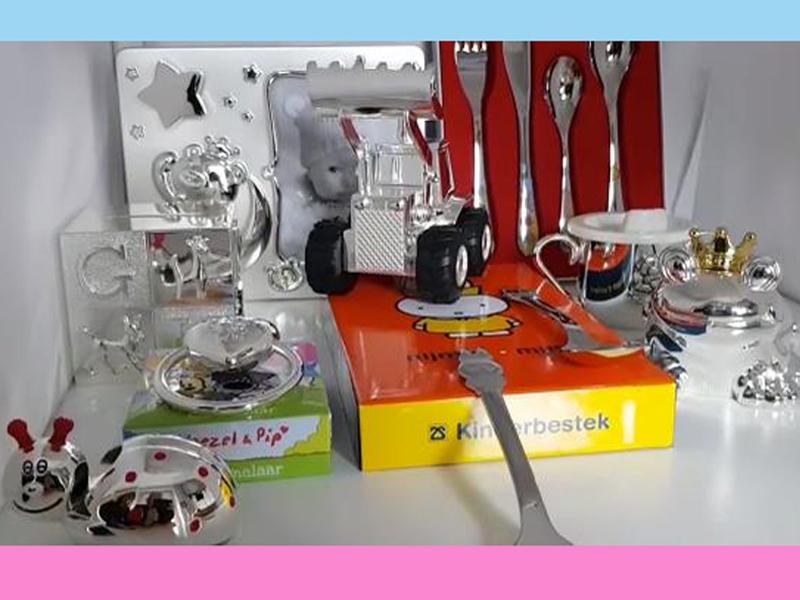 sn222-baby-spaarpot-rammelaar-beker-bestekje-edelsmid-www.tonvandenhout.nl-roermond-goudsmid-juwelier-muziekje-fotolijst-nijntje-woezel-pip-cadeau-kraamcadeau-sieraden